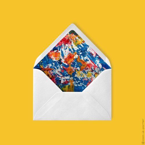 Diseño de sobre forrado verjurado beige con fondo de acuarela abstracto multicolor para Invitación de Boda