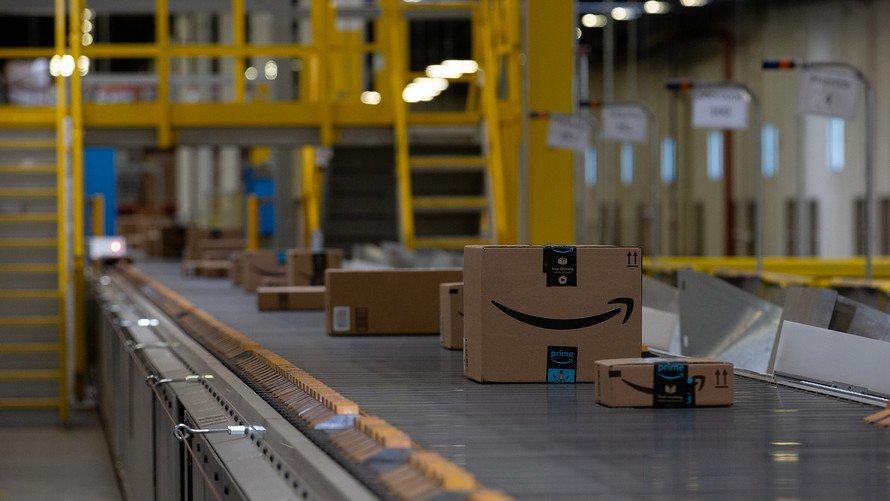 Almacén de Amazon y cadena de montaje