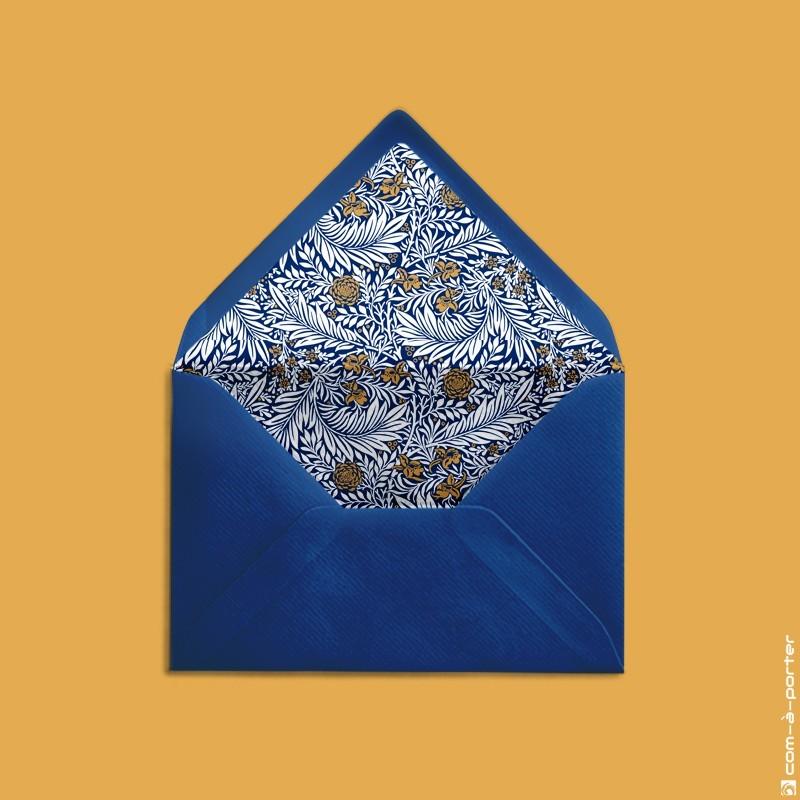 Diseño de sobre forrado azul noche con fondo vintage floral para Invitación de Boda