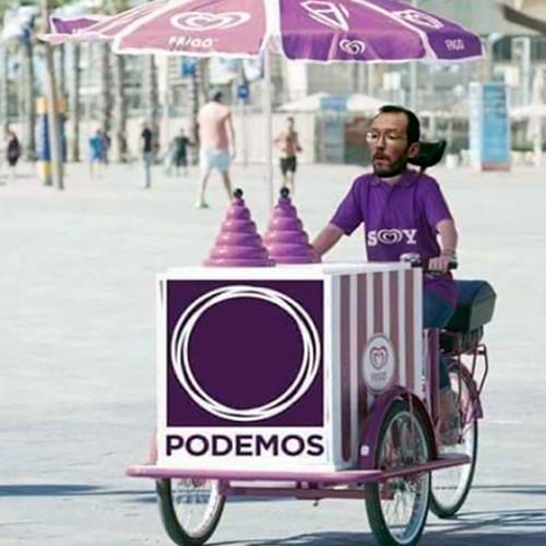 Pablo Echeminga en su carrito vendiendo helados
