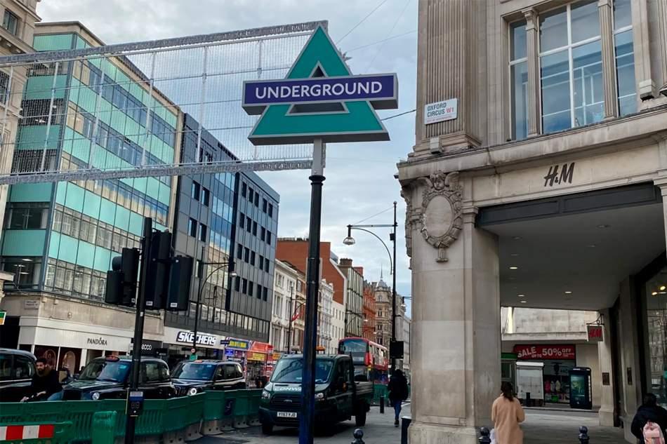 Sony Playstation decora las estaciones de metro londinenses