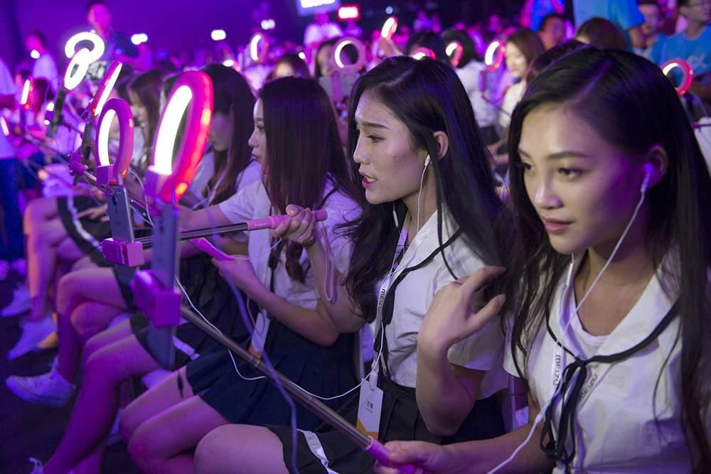Las escuelas de influencers en China preparan a miles de jóvenes