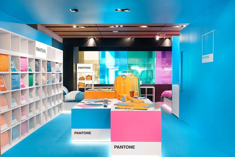 La tienda física de Pantone: entrada / hall