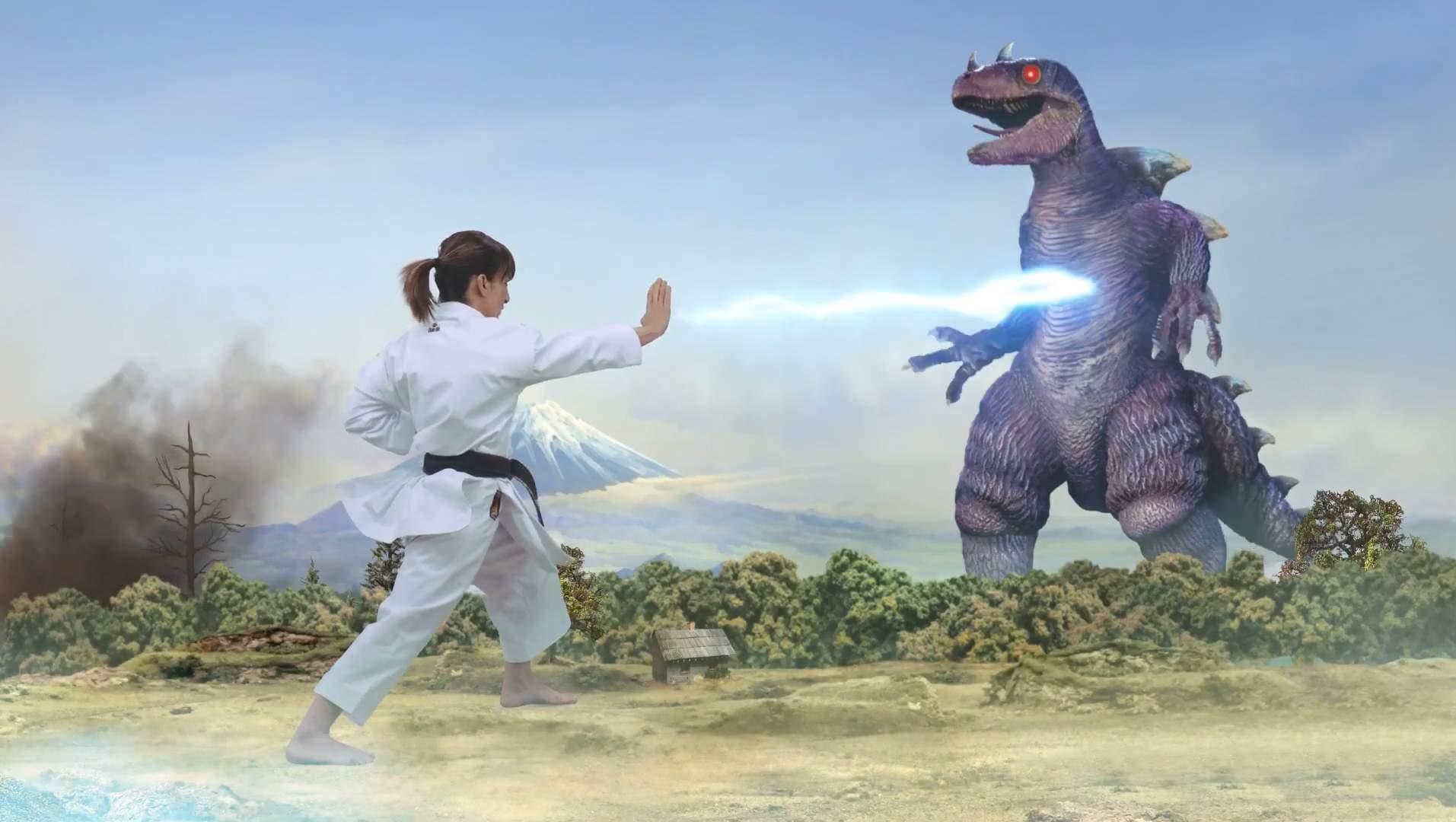 La karateca Sandra Sánchez contra personajes de anime
